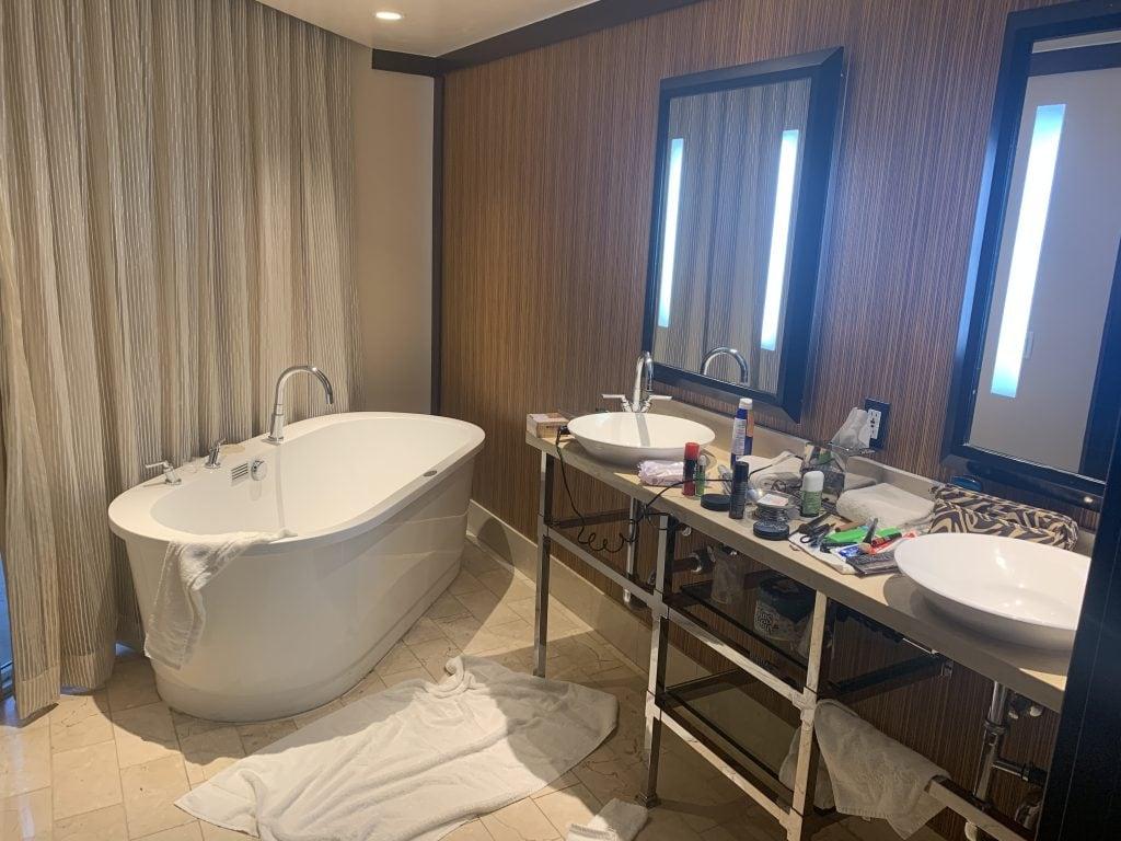 Palm Springs diary, hotel bathroom