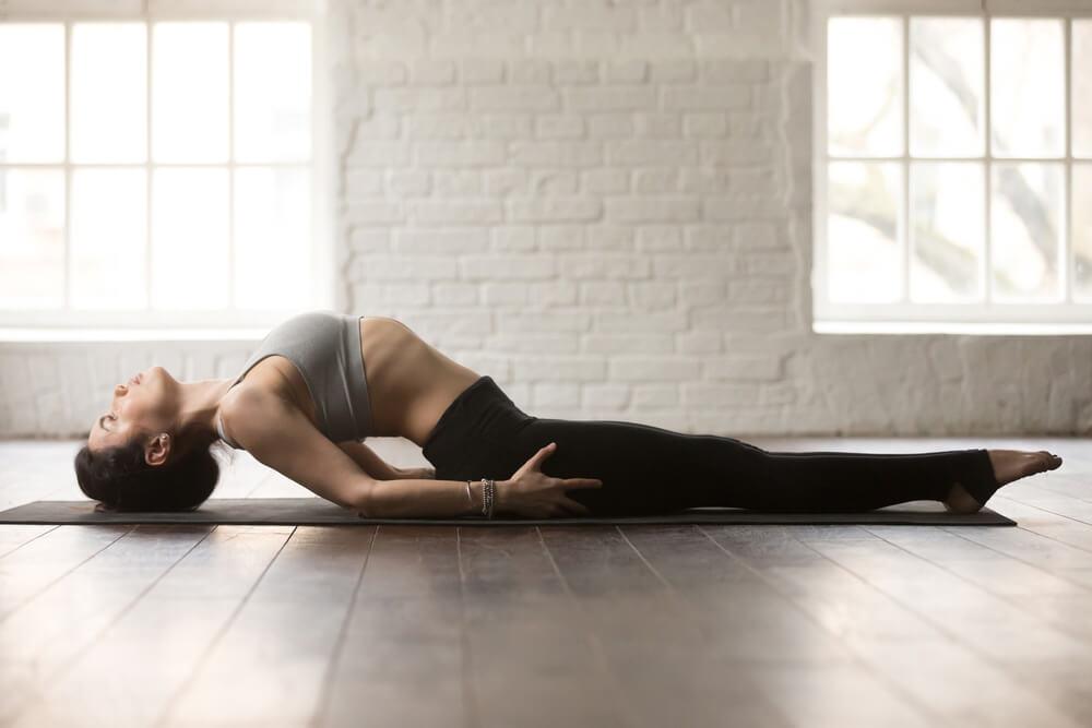fish pose - pose yoga meningkatkan imunitas tubuh