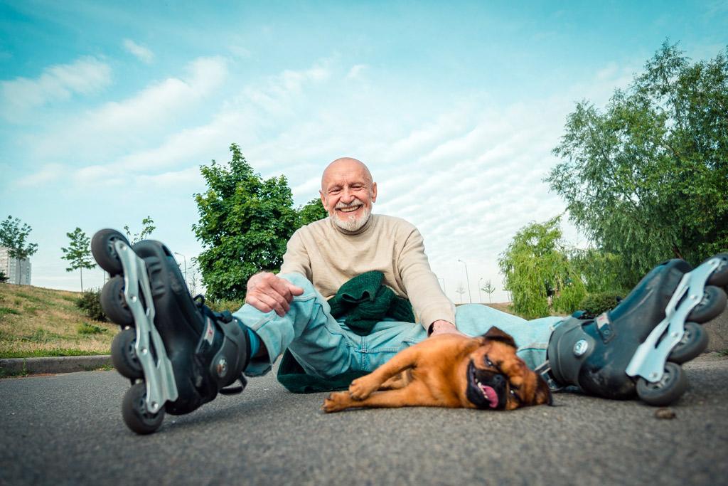dog-rollerskating