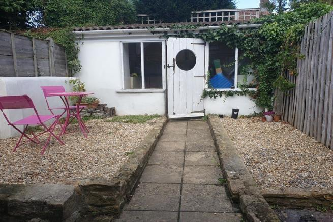2 bedroom terraced house to rent Crewkerne
