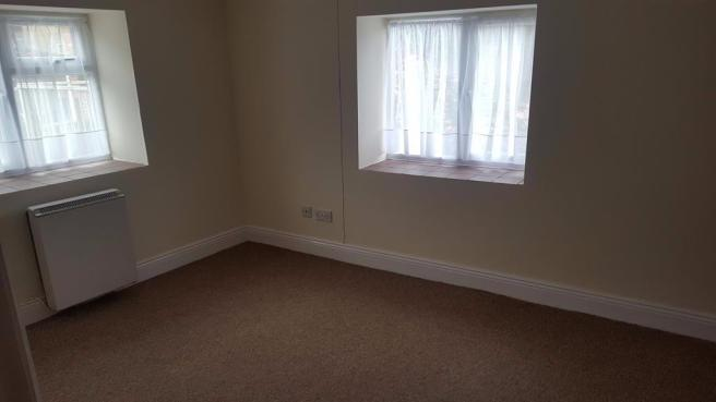 2 bedroom end of terrace house to rent Crewkerne