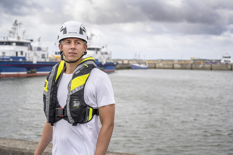 VIKING launches the next generation of offshore crew PPE with the VIKING YouSafe™ Vanguard lifejacket