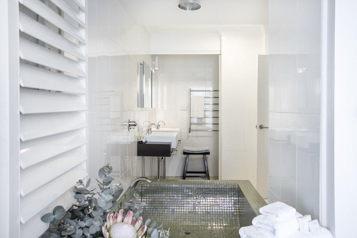 Luxury Suite Bathroom 06 copy