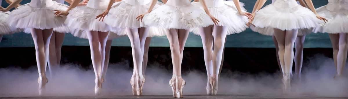 A row of ballet dancers en pointe