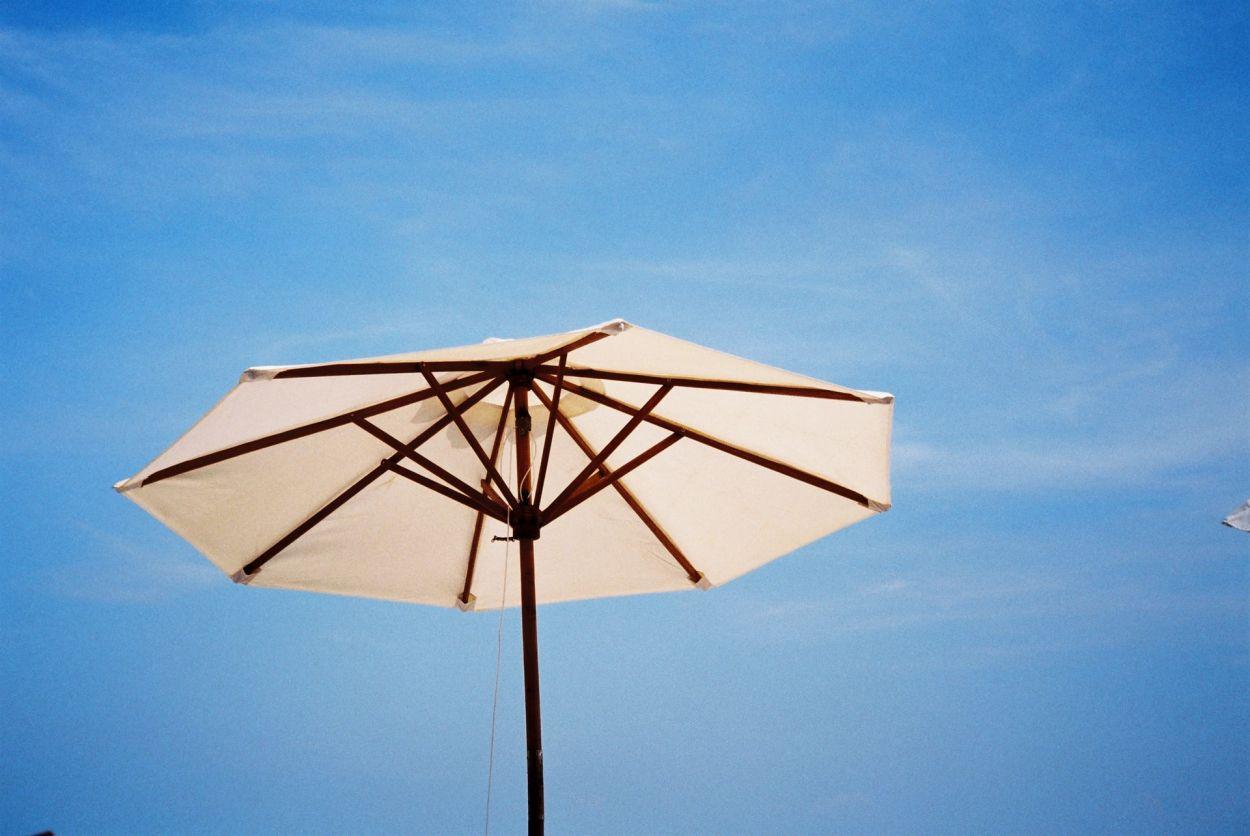 Comment choisir son parasol [comparatif 2020]