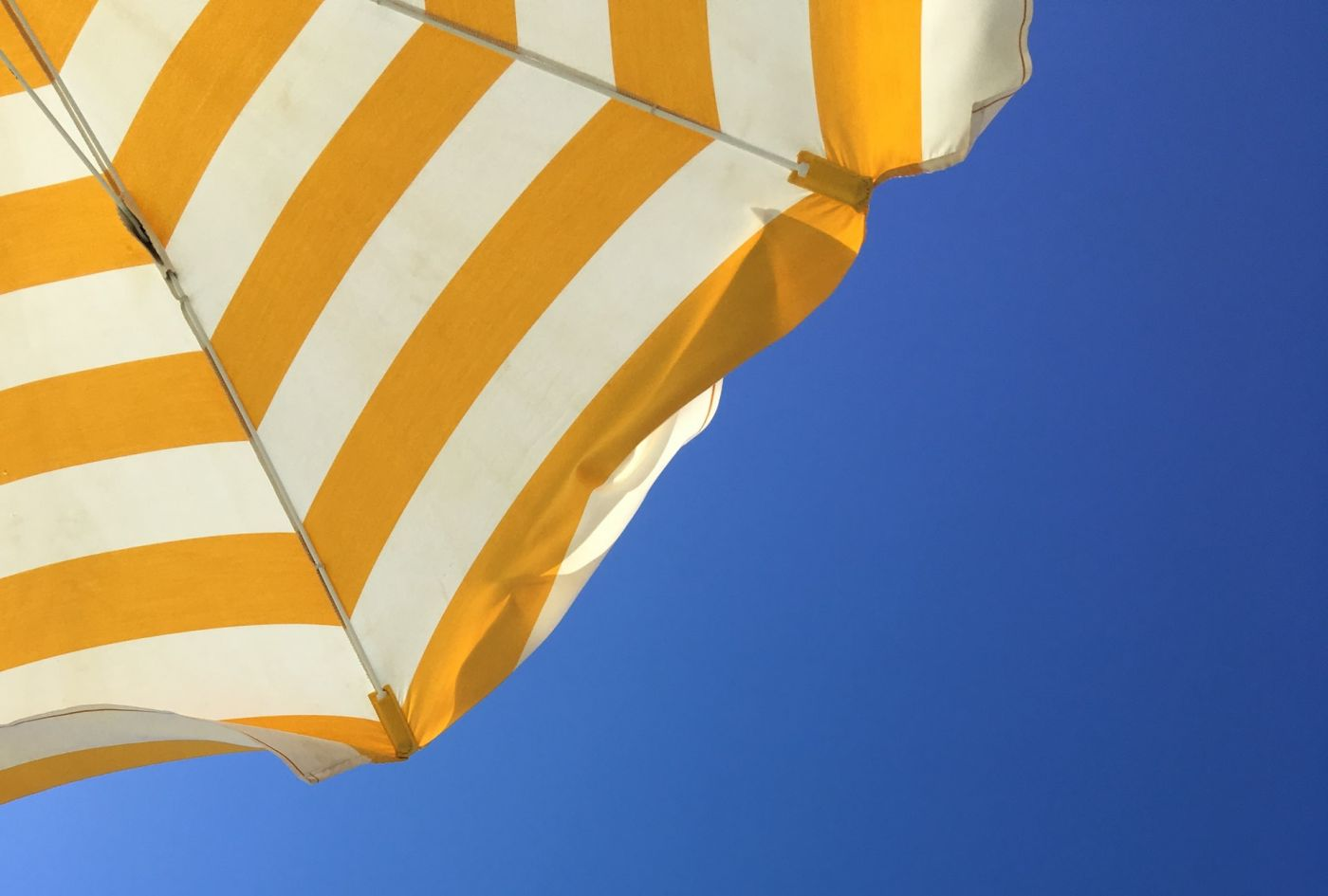 Comment choisir le bon parasol [Guide 2020]