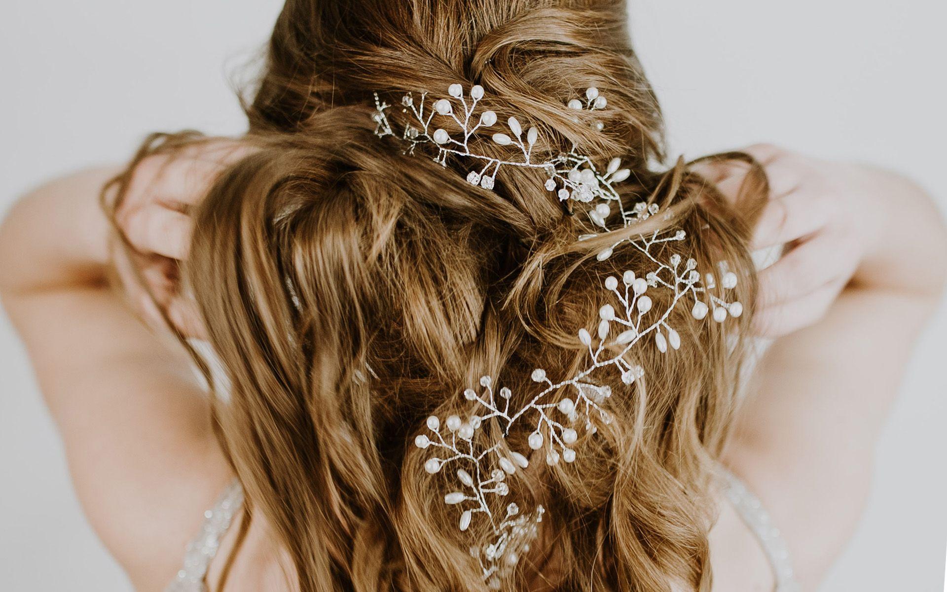 Hair accessory wedding trend