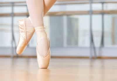 A shot of a ballet dancer's feet en pointe