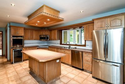 10. 1242 Fiddlers Green Road - Kitchen