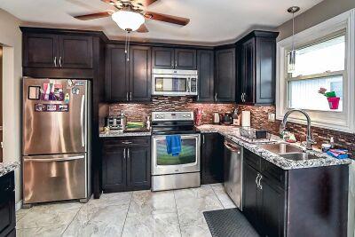 10. 131 Highridge Avenue Hamilton -Kitchen