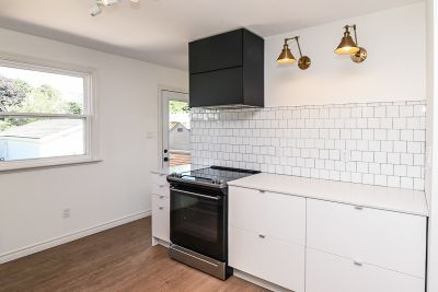 12. 135 East 45th Street Hamilton ON - Kitchen