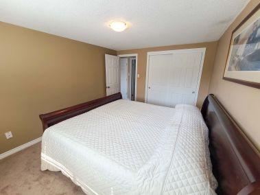 13. 11- 5004 Friesen Blvd Beamsville Master Bedroom