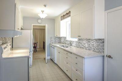 15. 71 Grant Blvd Dundas - Kitchen