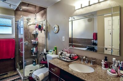 17. 131 Highridge Avenue Hamilton - Bathroom