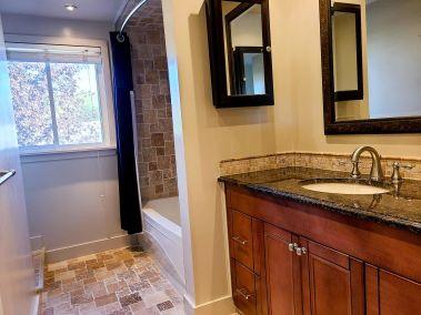 19. 11-5004 Friesen Blvd Beamsville - Bathroom