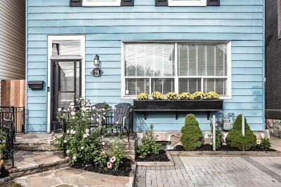 2. 75 Magill Street Hamilton - Front Porch
