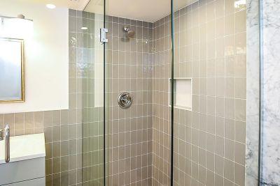 26. 135 East 45th Street Hamilton ON - Lower Bathroom View