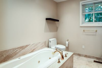 27. 1242 Fiddlers Green Road - Upper Bathroom View