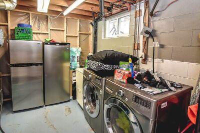 27. 131 Highridge Avenue Hamilton - Laundry