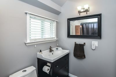 28. 75 Magill Street Hamilton - Bathroom 1
