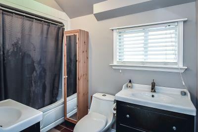 29. 75 Magill Street Hamilton - Bathroom