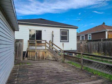 30. 65 East 38th Street - Backyard deck