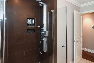 31. 200 Appleford Court Hamilton - Bathroom 1