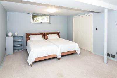 32. 71 Grant Blvd Dundas - Lower Bedroom
