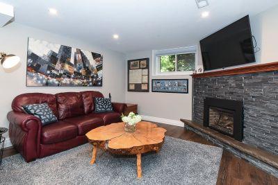 33. 200 Appleford Court Hamilton - Family Room View
