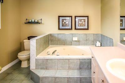 Ensuite Bathroom - 990 Upper Kenilworth Avenue Hamilton East Mountain