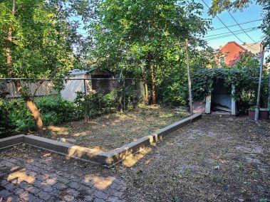 35. 166 Catharine St N - Backyard