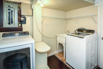 36. 102 MacIntosh Drive Stoney Creek - Laundry