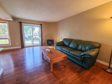 4. 11-5004 Friesen Blvd Beamsville - Living Room