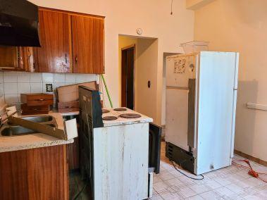 7. 166 Catharine St N - Kitchen