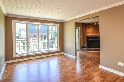 8. 102 MacIntosh Drive Stoney Creek - Living Room