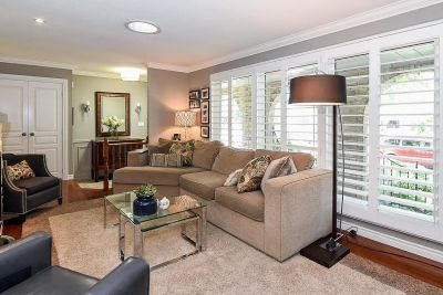9. 200 Appleford Court Hamilton - Living Room Overview