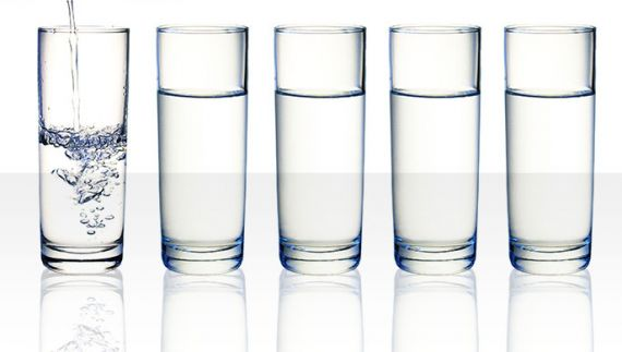 glasses of dinking water