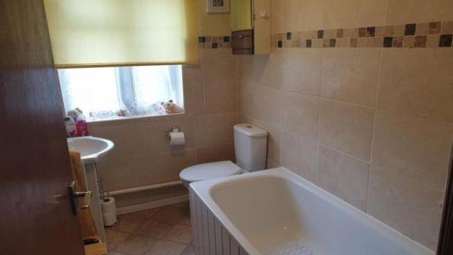 2 bedroom ground floor flat for sale Crewkerne