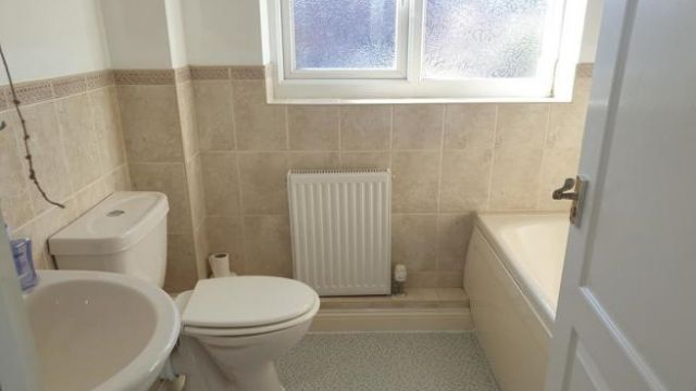 2 bedroom terraced house to rent Victoria Road