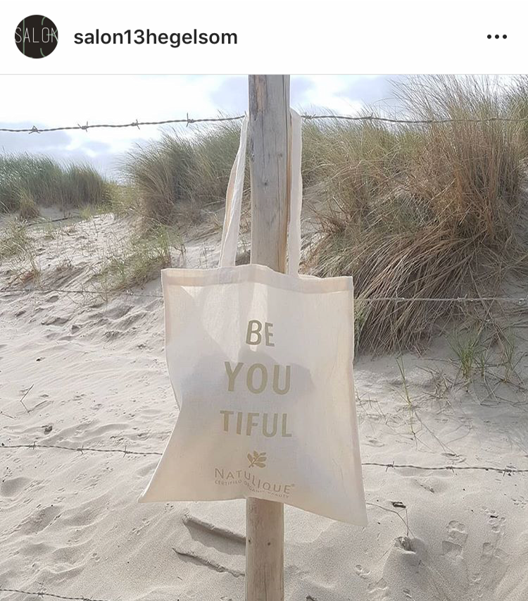 NATULIQUE sustainable bag on the beach