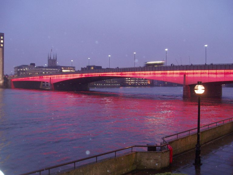 TfL prioritises cyclists and pedestrians on London Bridge during the day