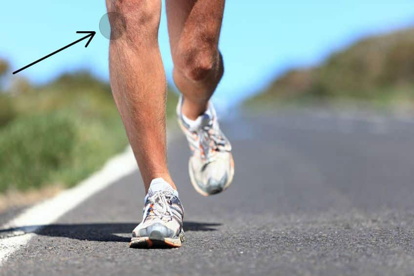 A man running on the road and an arrow is pointing to the lateral of his right knee